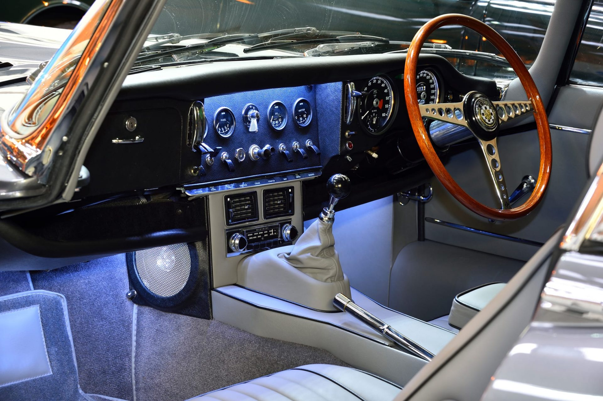 Interior and dashboard with LED interior lighting system of Jaguar E Type S1½ 2+2 1967