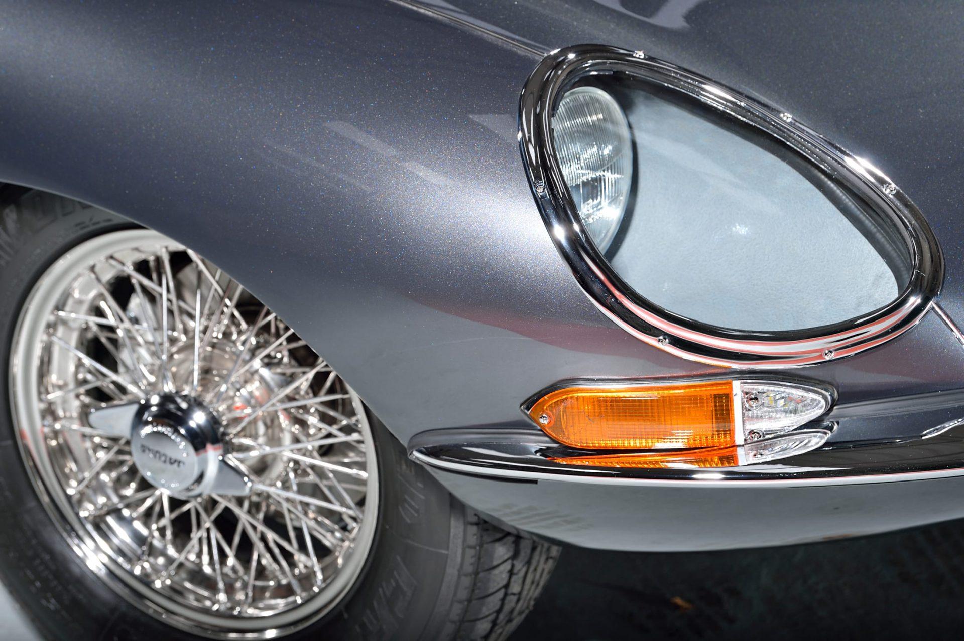 Front headlight of Jaguar classic car