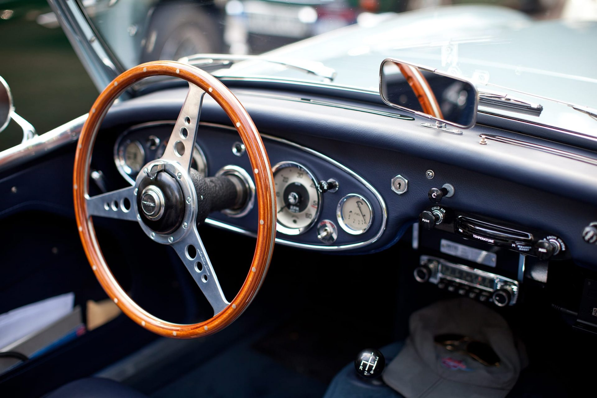 Black interior and steering wheel of Austin Healey
